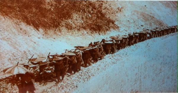 Yunnan: les hommes du chemin de fer...